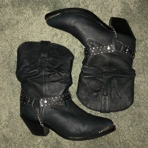 Shyanne slouchy boots in black